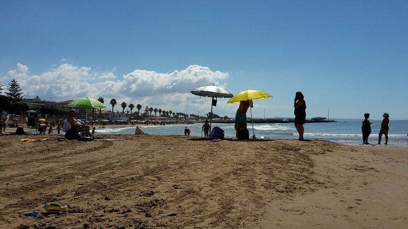 the beach of Marina di Ragusa suitable for swimming, even for children