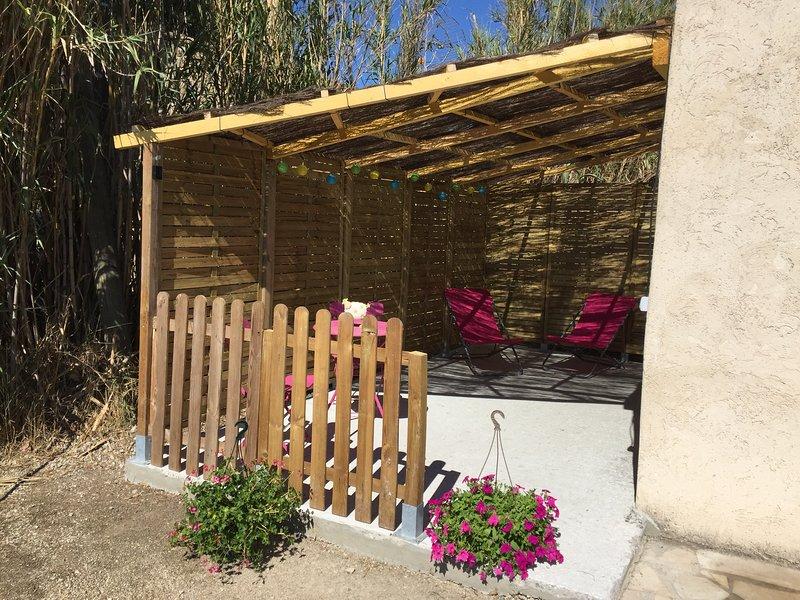 LOCATION: Ecuries La Clé du Tao, holiday rental in Puyvert