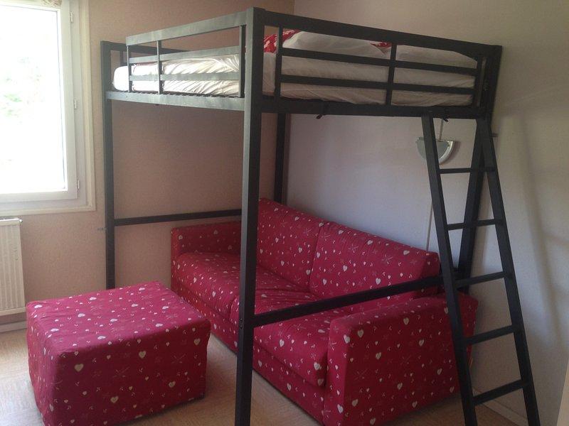 Studio sleeps 4 Sofa 1 160 190 Mezzanine 1 bed 140 on 190