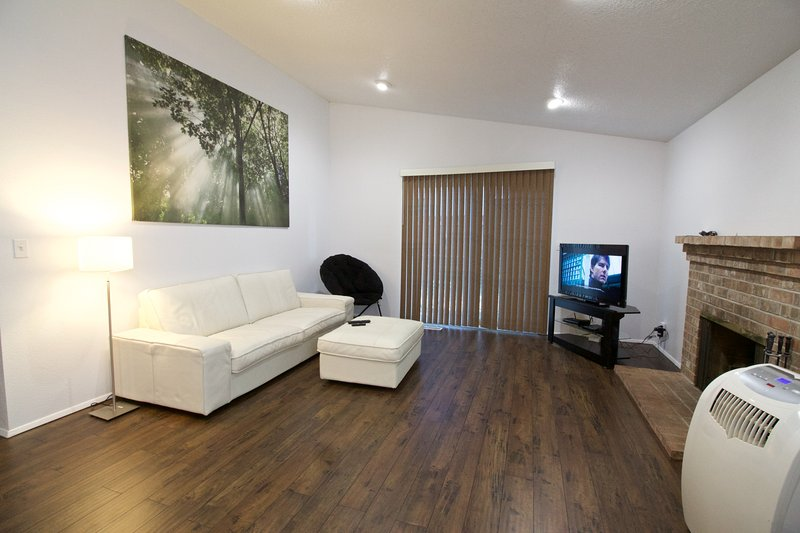 Open, airy layout. Unlimited Netflix, Unlimited 30/30 High-Speed Fiber-Optic WiFi, room A/C