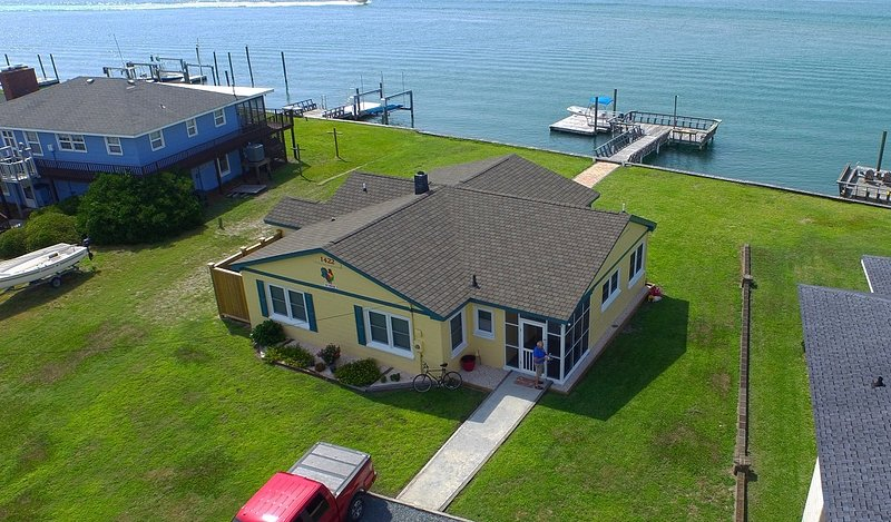 Great cottage on sound and 2 blocks from ocean.