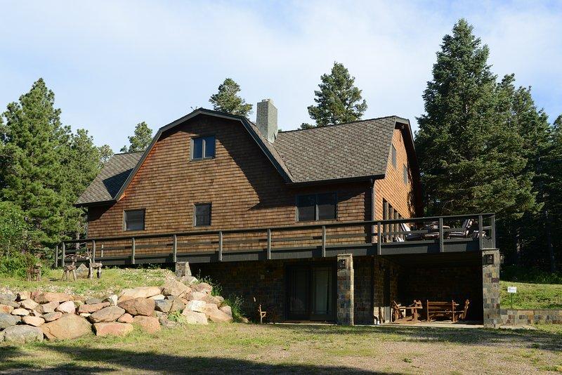 The Craftsman Lodge 6 bedrooms on five serene acres, alquiler vacacional en Beulah