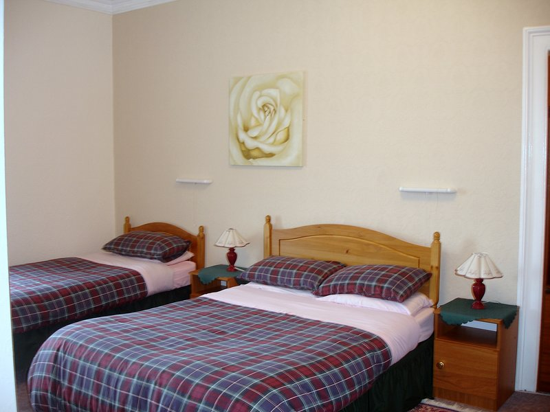 Pine Guest House (Twin/Double/Triple Room 1), holiday rental in Tore