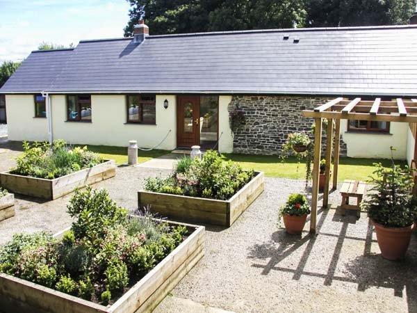 WARBROOK, luxury accommodation, en-suites, woodburner, enclosed garden, holiday rental in Bradworthy