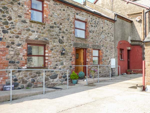 MUNCASTER VIEW , pet friendly, character holiday cottage, with open fire in, alquiler vacacional en St. Bees