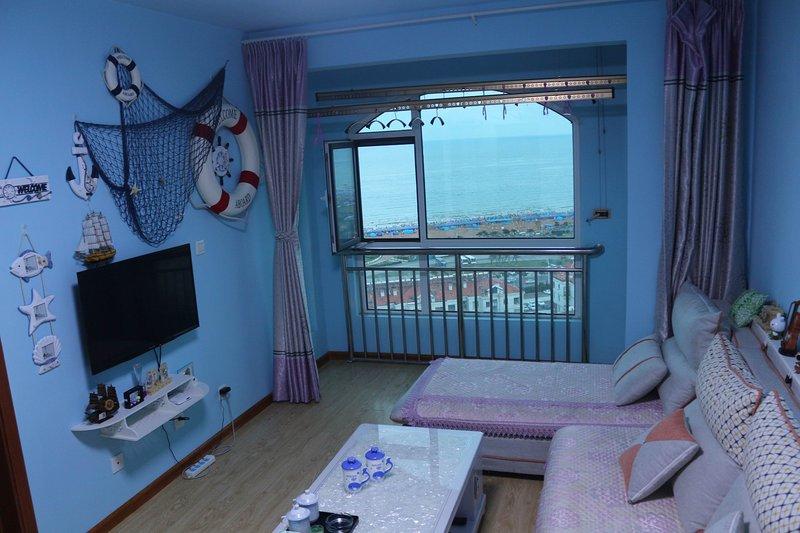 青岛友家福海景度假公寓(金沙滩店)超级无敌200海景二居大床房, holiday rental in Shandong
