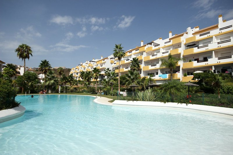822 - 2 bed apartment, Calanova Grand Golf, aluguéis de temporada em La Cala de Mijas
