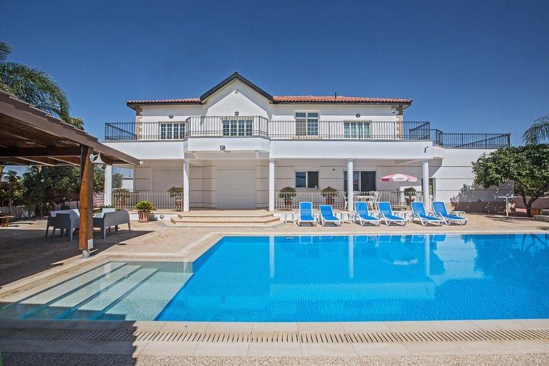 Papas Family Villa,5 Bed with pool, Wheelchair Accessible, location de vacances à District de Famagouste