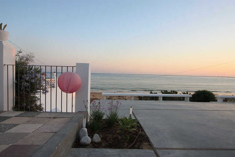 Preciosa casa primera linea de playa en Mazagón, Costa de La Luz, holiday rental in Mazagon