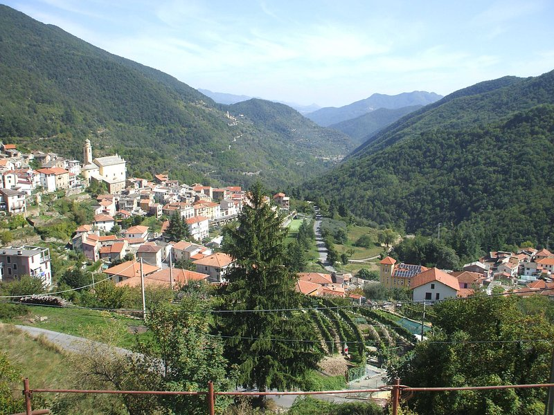 Piccola Casa tra Mari e Monti, vacation rental in Agaggio Inferiore