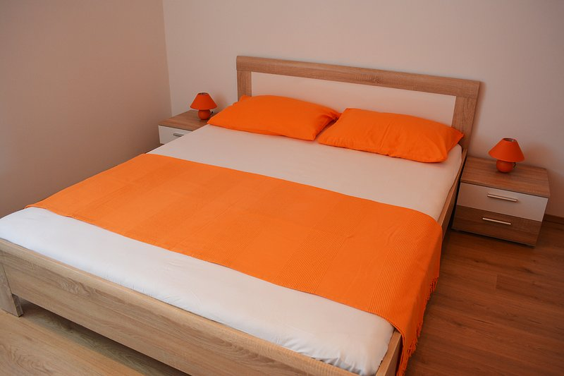 Apartment Burin, Raslina, vacation rental in Raslina