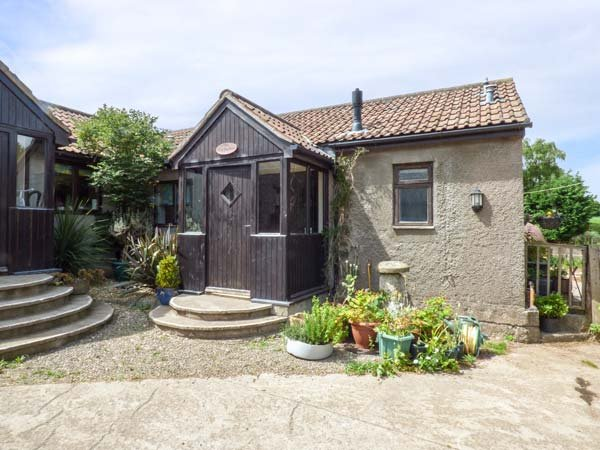 THE OLD PARLOUR barn conversion, working dairy farm, WiFi, country walks, holiday rental in Butcombe