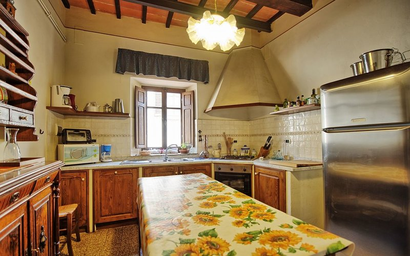 Large Villa with a Private Pool in Tuscany Near a Train to Arezzo - Villa Il Cor, holiday rental in Bagnena