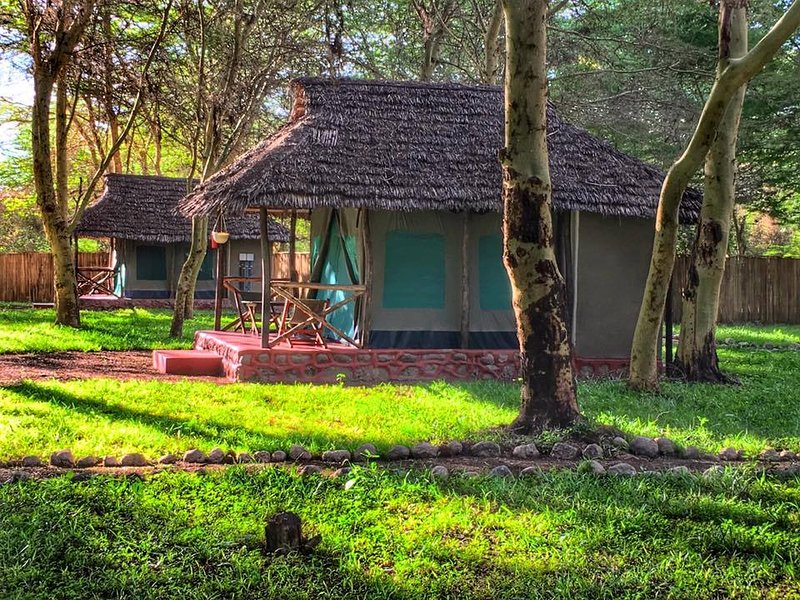 A Campsite and Tented Camp that is in Wilderness, aluguéis de temporada em Lake Manyara National Park