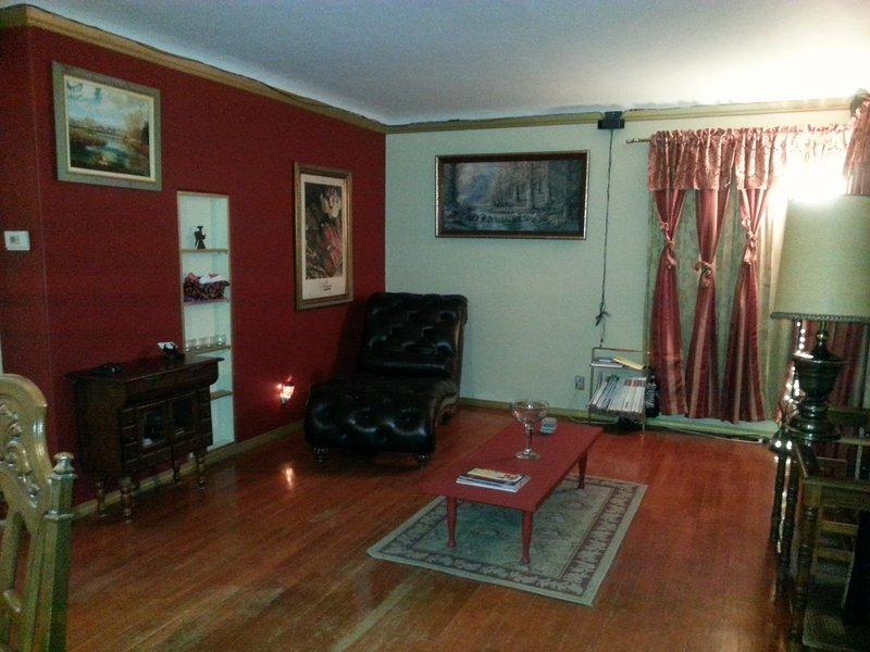Cozy Elegant Casita Close to Everything, vacation rental in Los Ranchos de Albuquerque