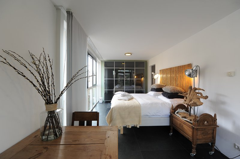 The ecoluxe apartment has a sweeping view on the canal and is decorated with natural materials.