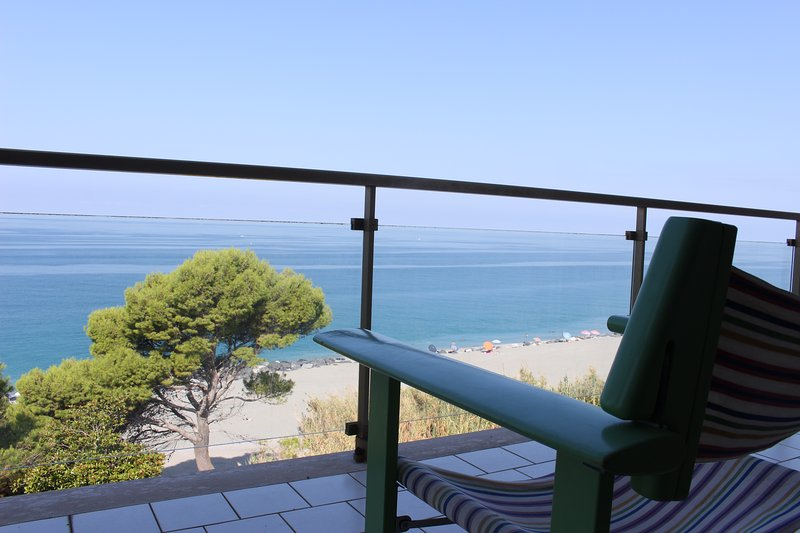 Great apartment in front of the sea, vacation rental in Lago
