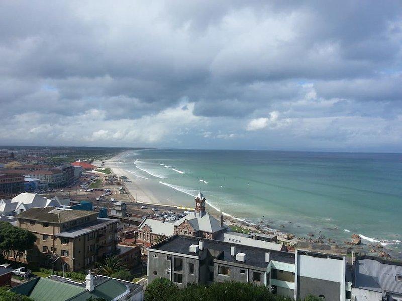 Uitzicht op Muizenberg strand van het appartement dek
