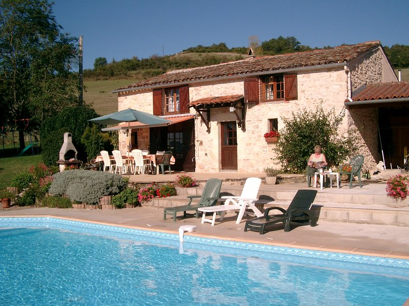Cordes-sur-Ciel Stone Farmhouse in 2¼ Acres, wifi, location de vacances à Tarn