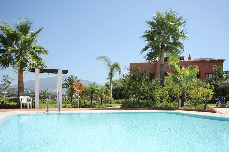 1843 - 2 bed apartment Lomas del Marques Benahavis, holiday rental in Benahavis
