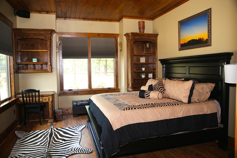Nyumba House - Asante Lodging and Events, vacation rental in Dripping Springs