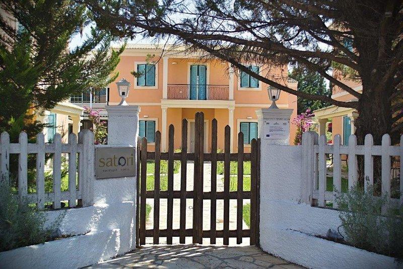 Satori Boutique Hotel, location de vacances à Acharavi