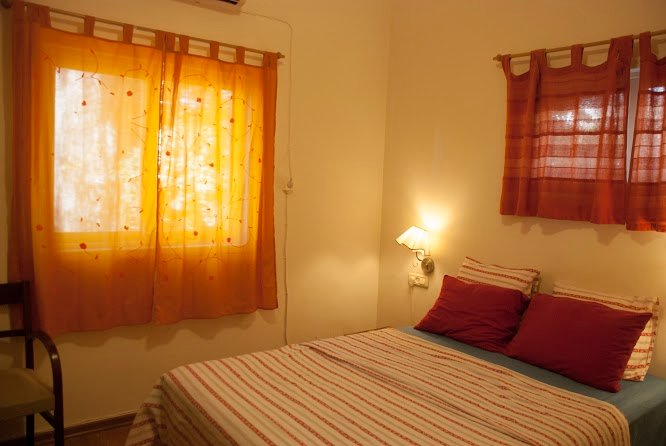 Two rooms with lovely garden in Herzliya west for vacation or travel, holiday rental in Ra'anana