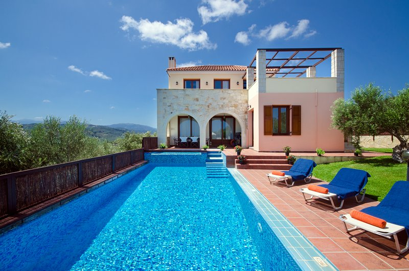 Ideally located Villa Katerina with eco friendly heated pool to explore W.Crete, holiday rental in Platanias