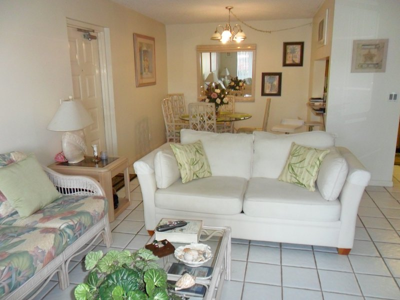 west Palm Beach charming condo 8 minutes from the beach