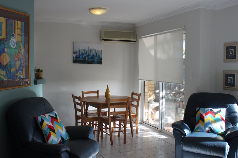 Are you looking for a quiet villa that is close to the ocean and the amenities of Fremantle?