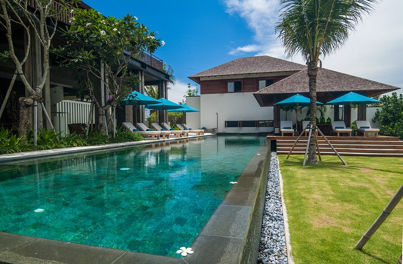 Luxury 5 Bedrooms Bali villa - 100 Meters Beach, vacation rental in Tanah Lot