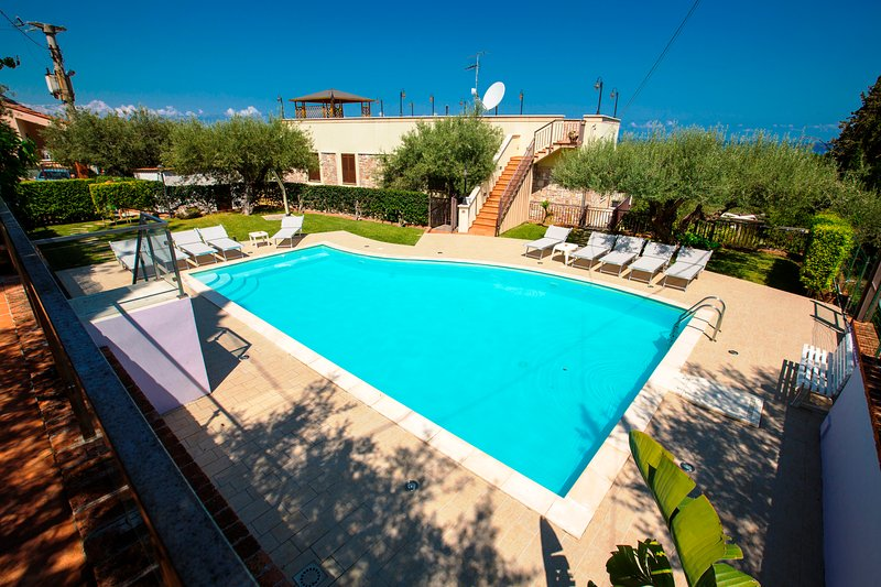 VILLA LUXURY with Swimming Pool, aluguéis de temporada em Cefalú