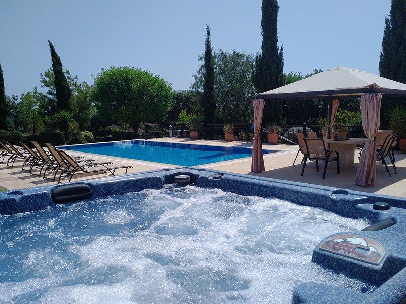 Villa UNIDERA - A true paradise for golfers in CYPRUS, vacation rental in Kouklia