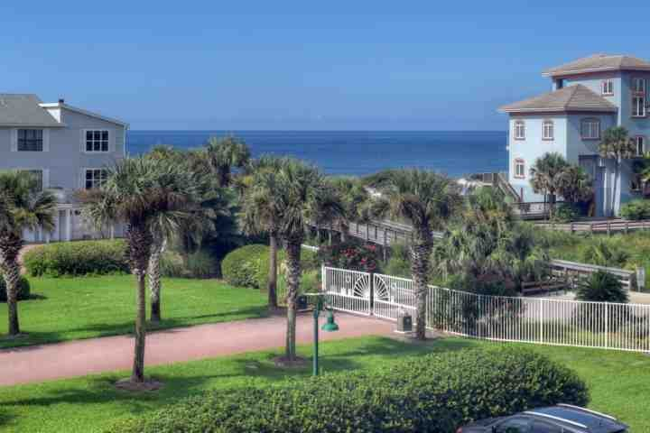 Steps From Private Beach Access-Walking Distance to Restaurants-Community Pool!!, holiday rental in Santa Rosa Beach