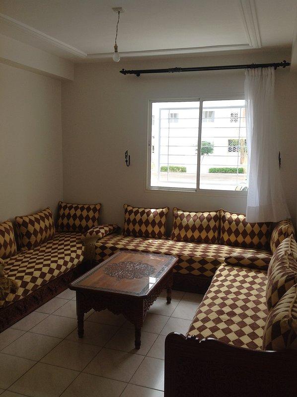 Bel appartement à louer, alquiler de vacaciones en Ait Melloul