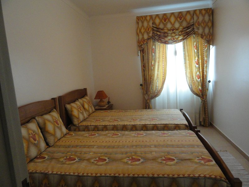 Room tulip with two beds individuais.Dá for couples or 2 people family or friendly people.