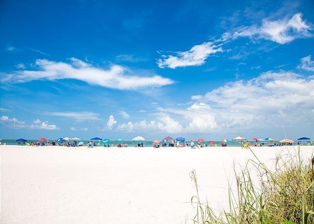Seaview #110 - Just Steps From 1 of 4 Public Beach Access Points, location de vacances à Goodland