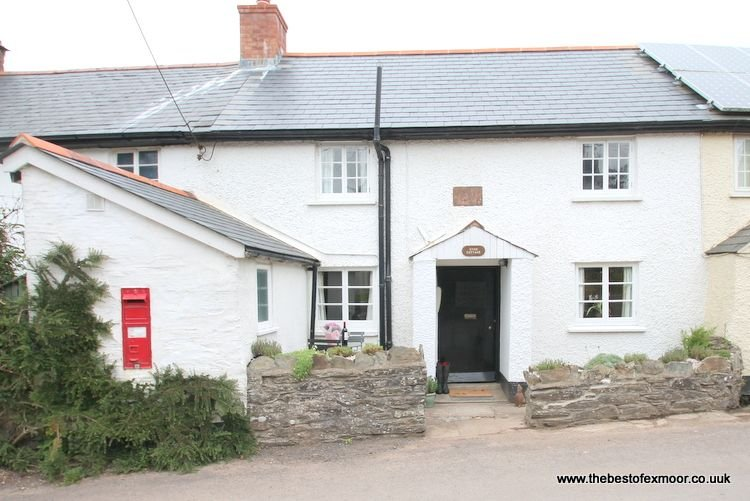 Syms Cottage, Cutcombe - Characterful and cosy cottage sleeping up to 4 on Exmoo, vacation rental in Luxborough