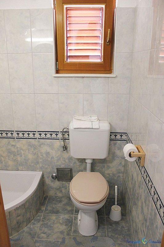 A5 Prizemlje (3 + 1): salle de bains avec toilette