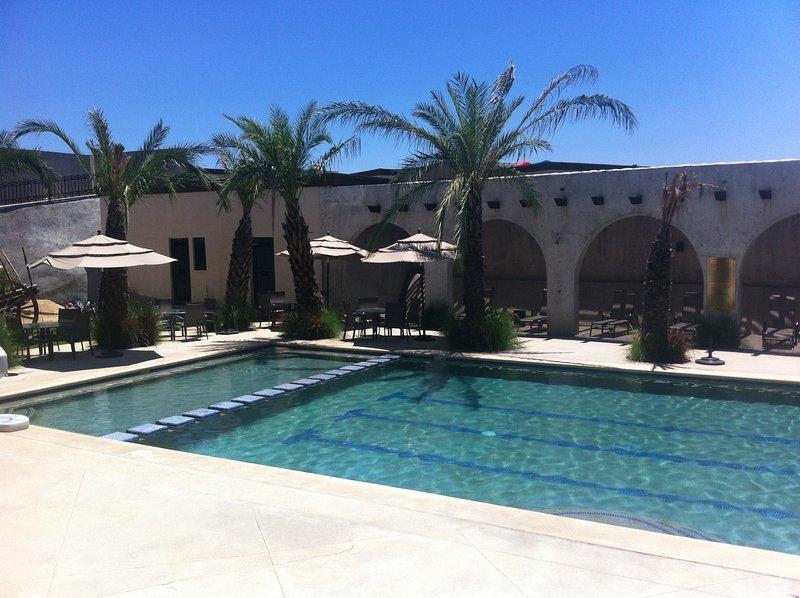 Primera piscina está listo para usted. Ideal para familias.