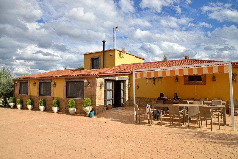 Albergue Rural Villatoya - IDEAL PARA GRUPOS, alquiler vacacional en Casas de Ves