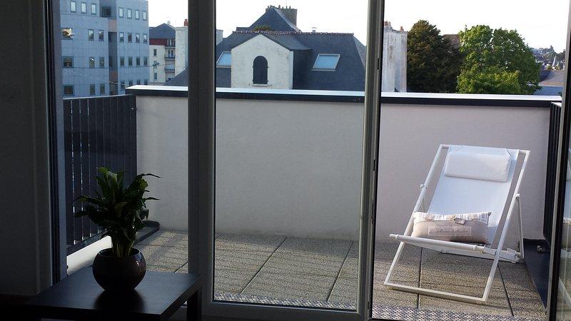 Balcony without vis-à-vis, high floor