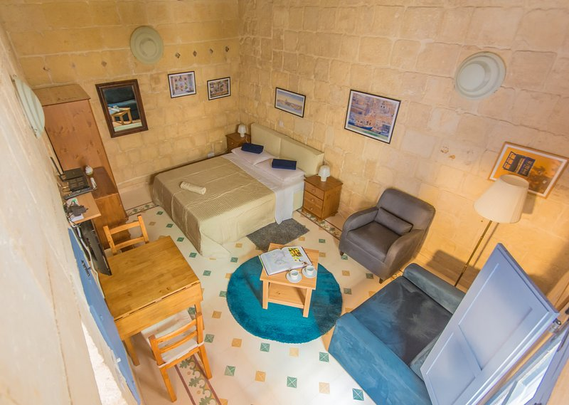 Comfortable studio apartment, ideal for a couple to explore Valletta