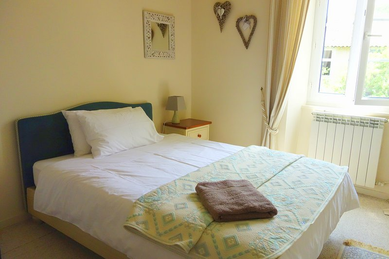 Single rooms (2) are spacious with 1.2-1.4m divan beds.