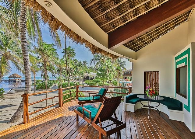 Luxury Beachfront Villa, Gold Standard Certified, 2 bedroom oceanview!, alquiler de vacaciones en San Pedro