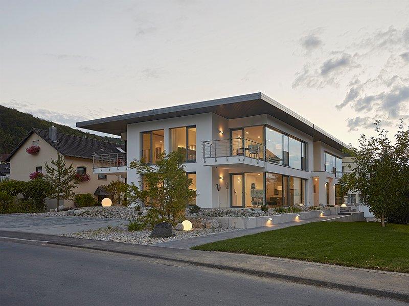 60 qm exklusives Wohnen auf Zeit. Hochwertig möbliert, voll ausgestattete Küche, Klimaanlage.