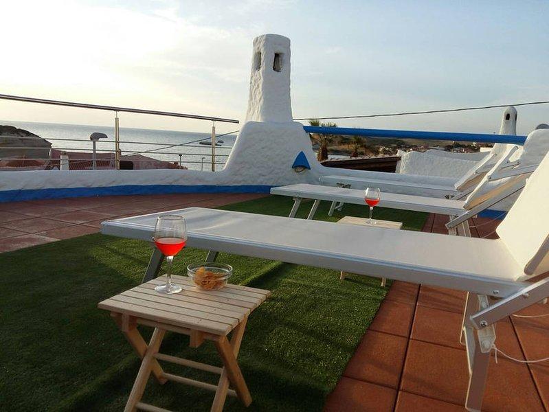 Villa Manuela sul mare, con terrazza panoramica, holiday rental in Putzu Idu