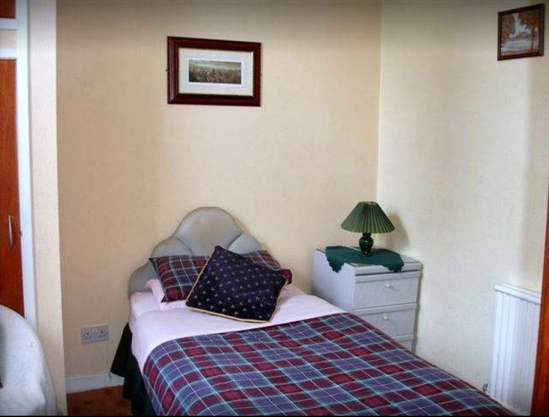 Pine Guest House (Single Room 2), holiday rental in Tore