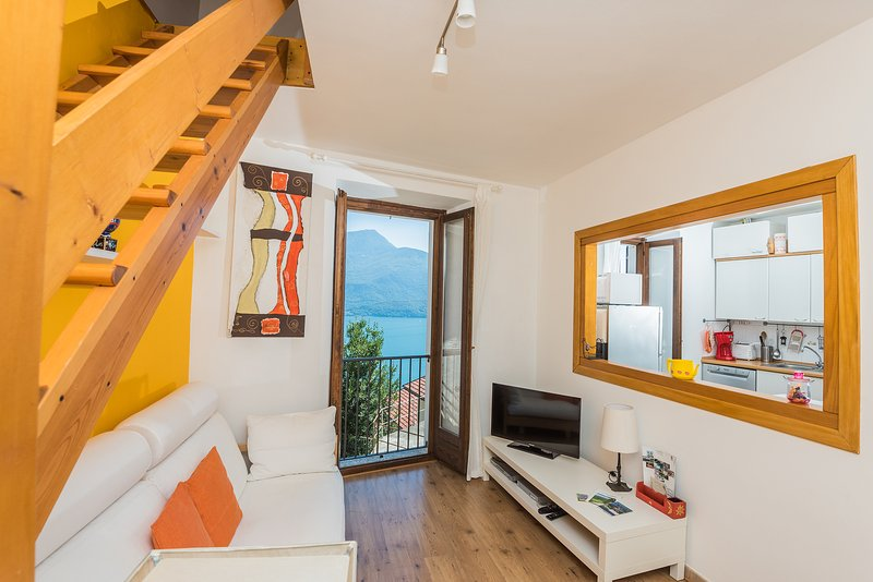 the bright living room with a superb view over Lake Como