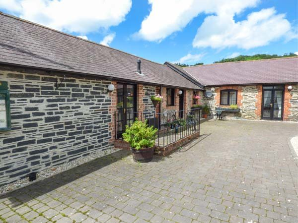 THE DAIRY all ground floor, pet-friendly, quiet location in Corwen Ref 940576, holiday rental in Glyndyfrdwy